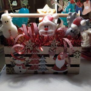 ξύλινο χριστουγεννιάτικο κασπώ με αρωματικά σαπούνια