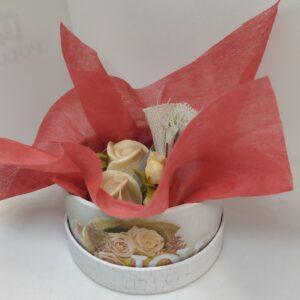 κουτάκι με αρωματικά σαπούνια Τριανταφύλλου και μπάλες ποδολουτρου