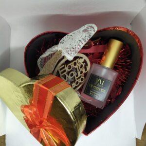 κουτάκι σε σχήμα καρδιάς με άρωμα(30ml,50.ml,100ml*και ξύλινο στοιχείο με ευχές