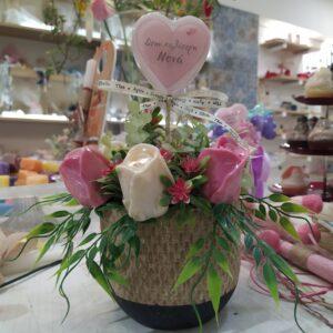 αρωματικό κασπώ με τριαντάφυλλα από σαπούνι(στην καλύτερη νονά)
