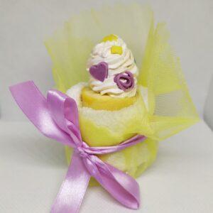 Μπομπονιέρα βάπτισης cupcake με πετσετούλα και σαπουνάκι
