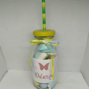 Γυάλινο μπουκάλι με καλαμάκι και ζαχαρωτά